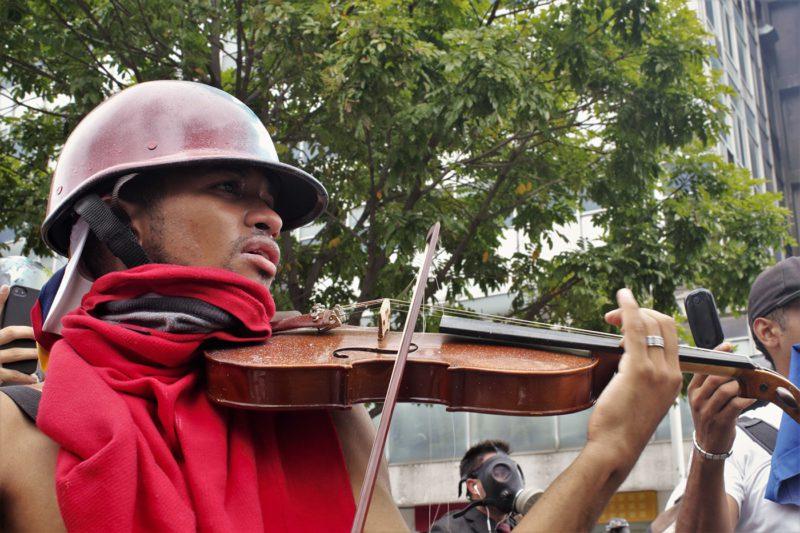 Iván Reyes Efecto Cocuyo